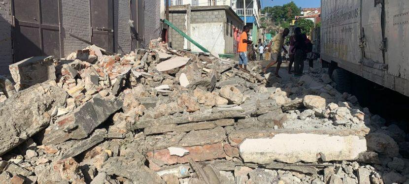 Fuerte terremoto deja a Haitídevastado