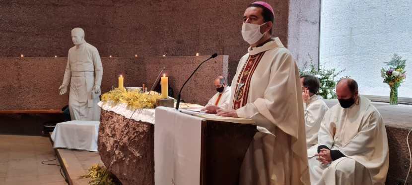 """La Misa del """"Día de la Solidaridad"""" en conmemoración por la muerte del PadreHurtado"""