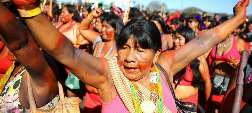 Mujeres indígenas de Brasil exigen reivindicaciones de sustierras